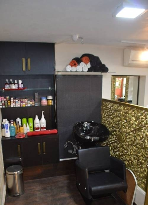 About You Unisex Salon