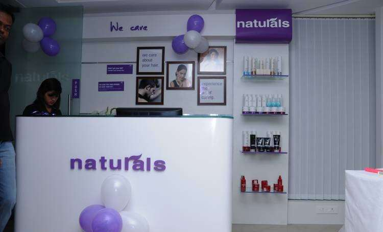 Naturals Unisex Salon And Spa