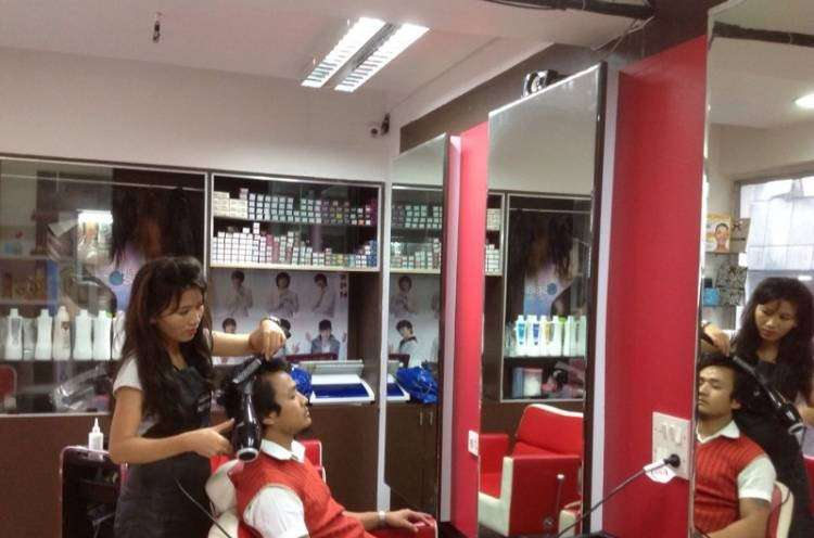 Swan And Beyonce Unisex Salon