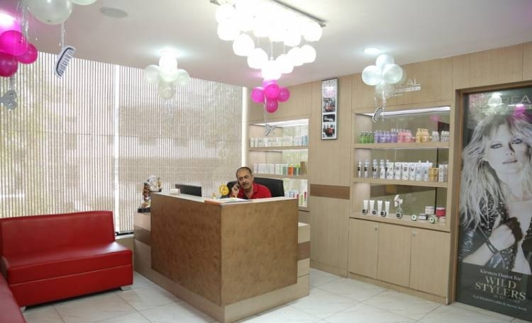 The Hair Bar Unisex Salon