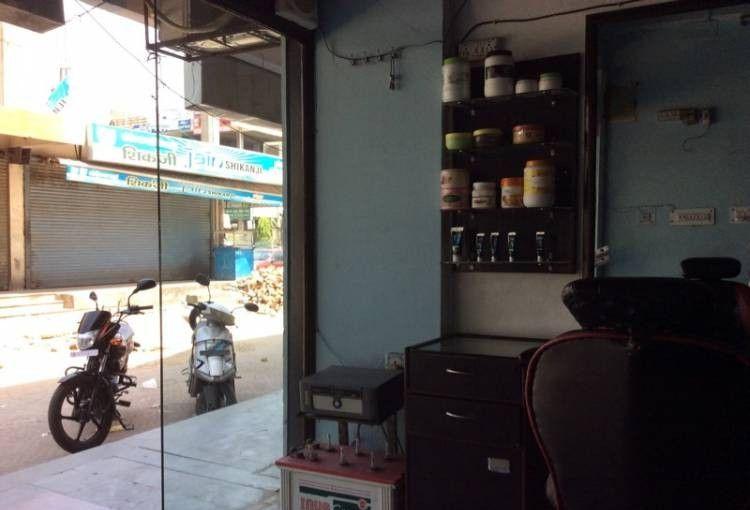 V The Salon